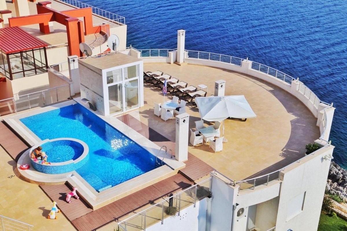 Ексклюзивні апартаменти на березі Адріатичного моря в Чорногорії, Sky Fort